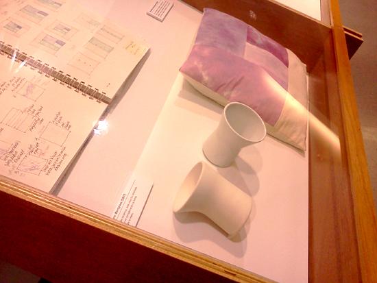 vitrina-de-procesos-vasos-maruja-fuentes-viguie-diseno-retrospectiva-upr-autogiro-arte-actual