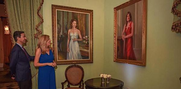 pintura de luce vela en foto con fortuno - Wanda Vazquez Garced óleo oficial